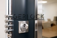 Security-door-Gerlock-Classic-RC3-with-pulling-handle-and-glass